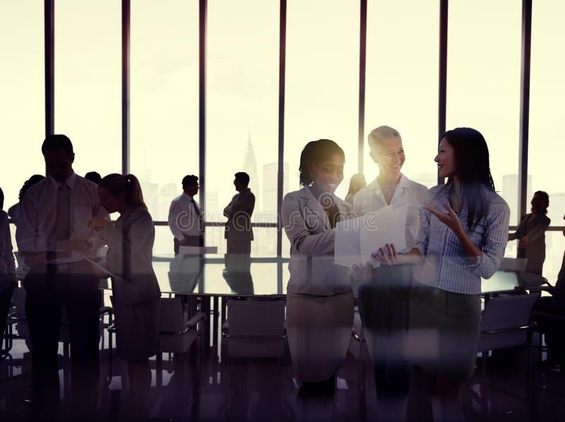 Silhouetten van Multi-etnische Groep Bedrijfsmensen royalty-vrije stock afbeeldingen