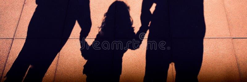 Silhouettes de famille photographie stock
