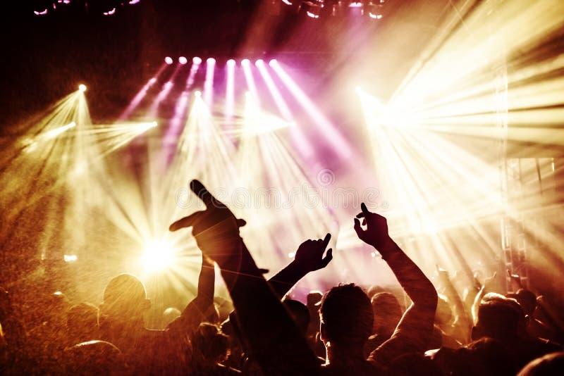Silhouettes de foule de concert photographie stock
