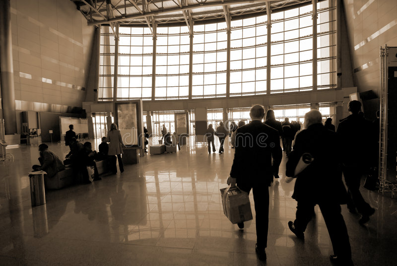 Silhouettes de gens à l'aéroport photo libre de droits