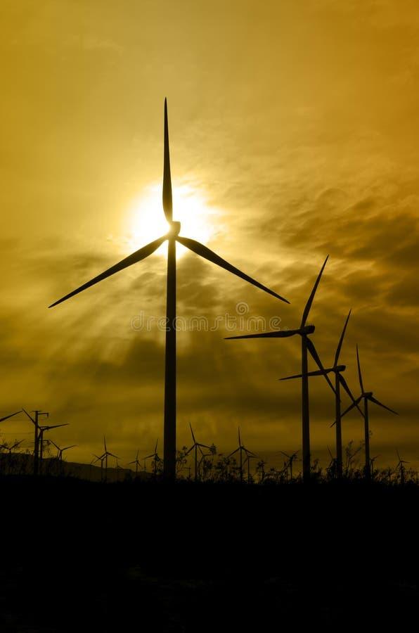 Silhouettes de turbine de vent images libres de droits