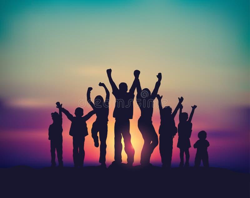 Silhouettes heureuses de ciel de groupe et de lever de soleil de famille de beaucoup d'enfants illustration de vecteur