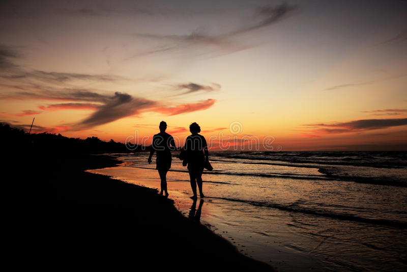 Silhouettes sur la plage de Varadero photos stock
