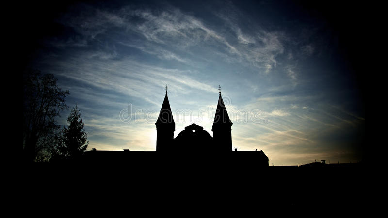 Silhouettez l'église photo stock