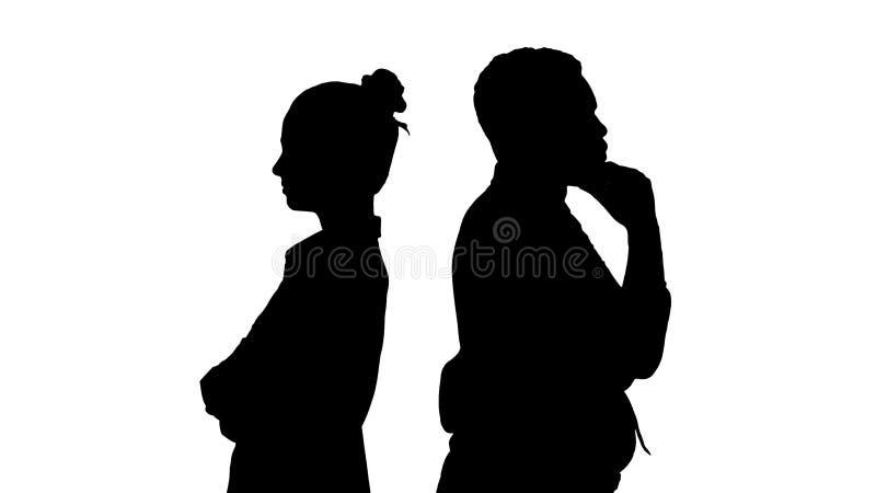 Silhouettez la belle et belle position de type de nouveau aux poses changeantes de dos images libres de droits