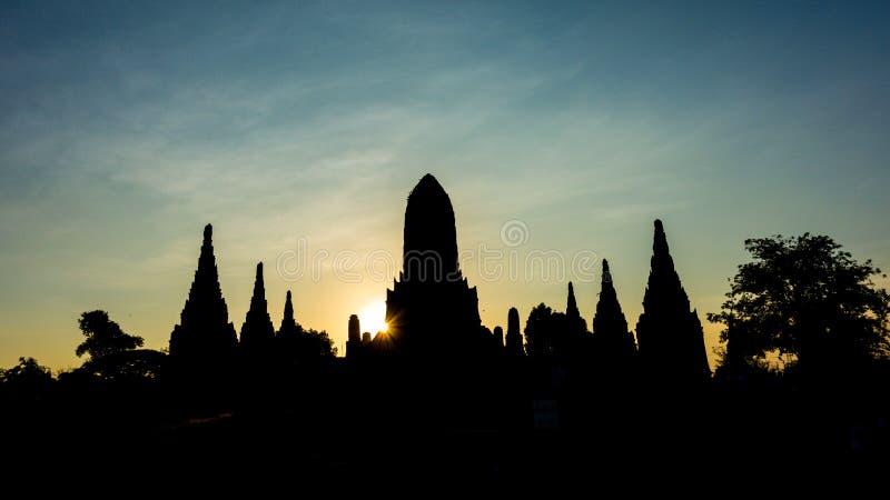Silhouettierte Tempel-Ruinen lizenzfreie stockbilder