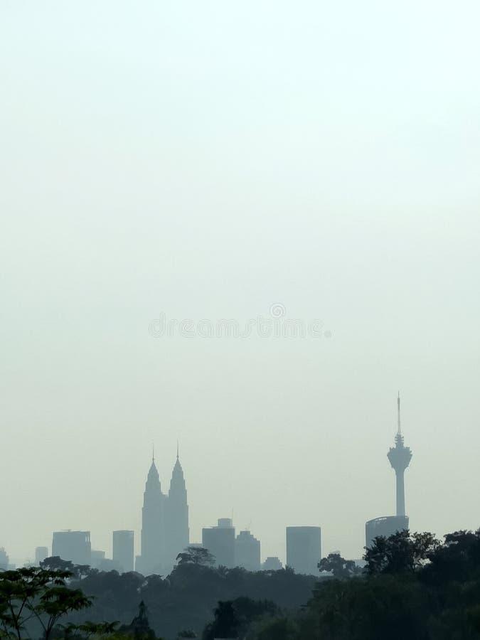 Silhoutte della città e polveroso urbani fotografia stock libera da diritti