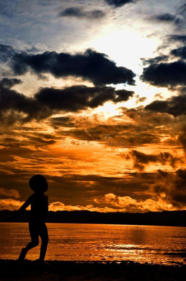 Silhoutte Wondama plaży zmierzch 2 obrazy royalty free