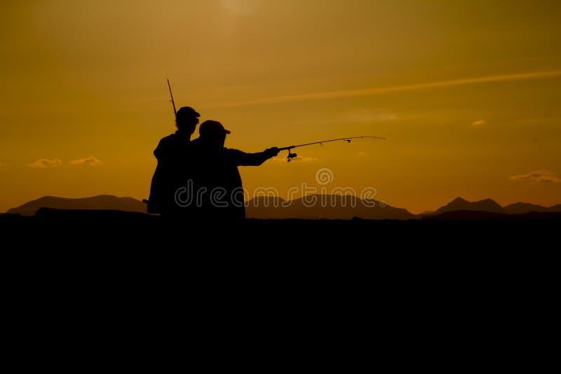Silhouttes de pêcheurs photographie stock
