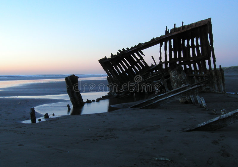 Silhueta 2 do Shipwreck imagens de stock