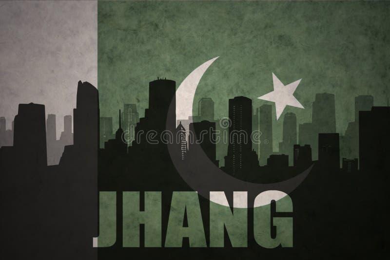 Silhueta abstrata da cidade com texto Jhang na bandeira de Paquistão do vintage imagem de stock royalty free