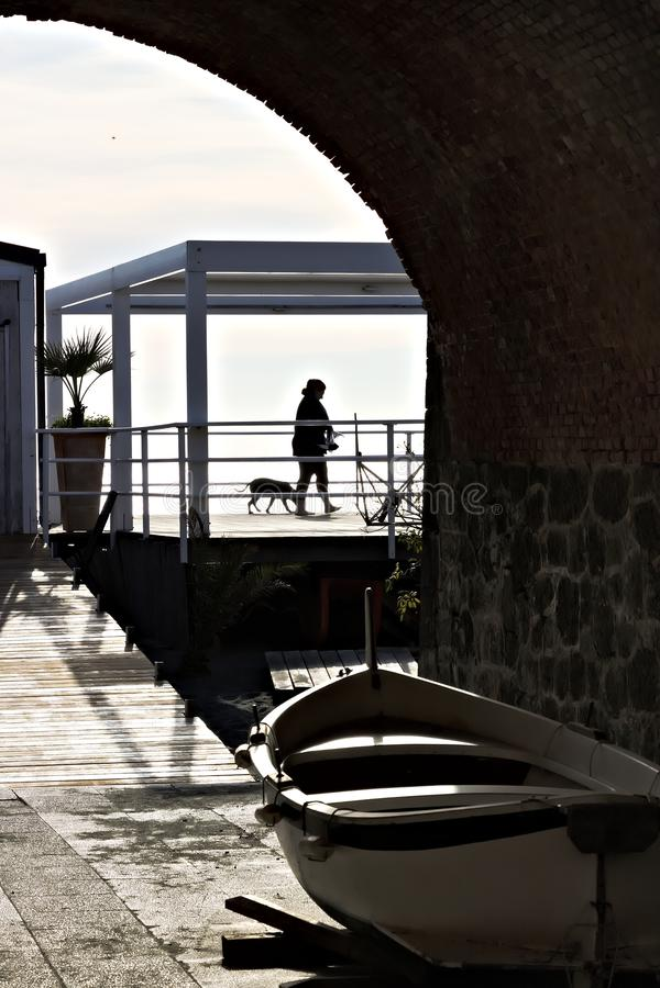 Silhueta com seascape Cinco terras fotos de stock