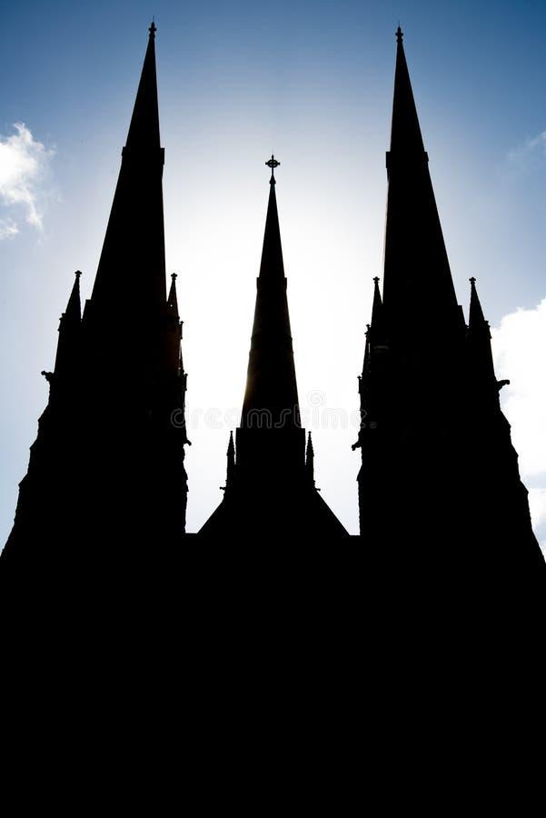 A silhueta da catedral de St Patrick em Melbourne, Austrália fotografia de stock royalty free