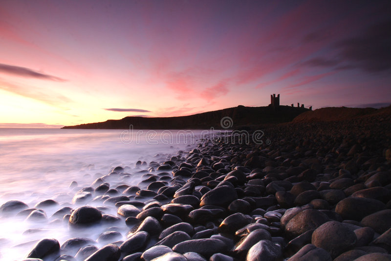 Silhueta da costa de mar de Inglaterra   fotografia de stock royalty free