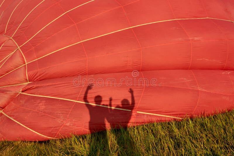 Silhueta da família no balão imagem de stock royalty free