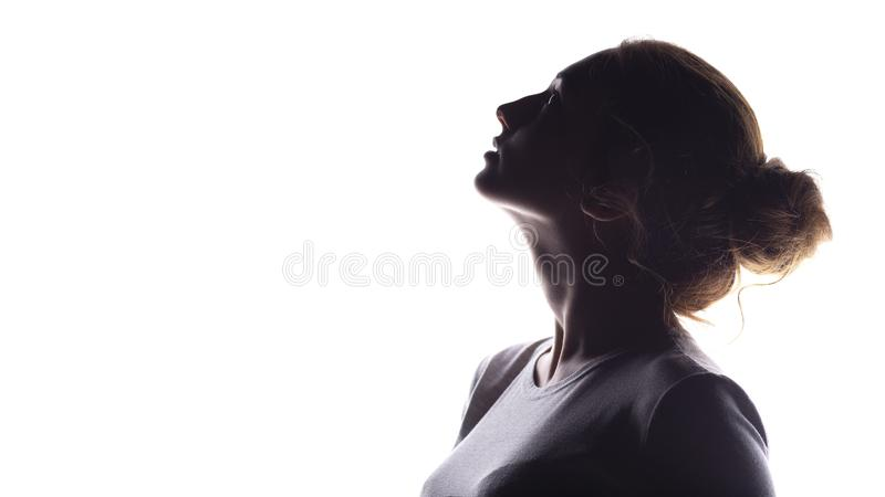 A silhueta da figura da menina bonita, perfil da mulher no branco isolou o fundo, o conceito da beleza e a forma fotografia de stock royalty free