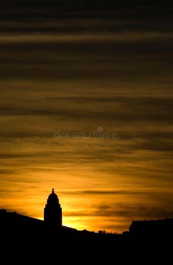 Silhueta da igreja no por do sol fotos de stock
