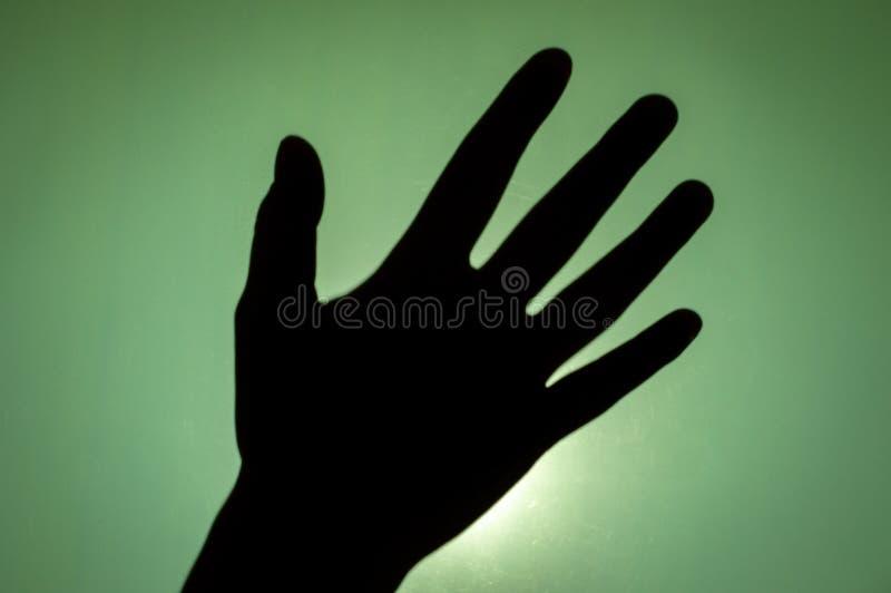 Silhueta da mão humana com palma aberta, fêmea asiática foto de stock