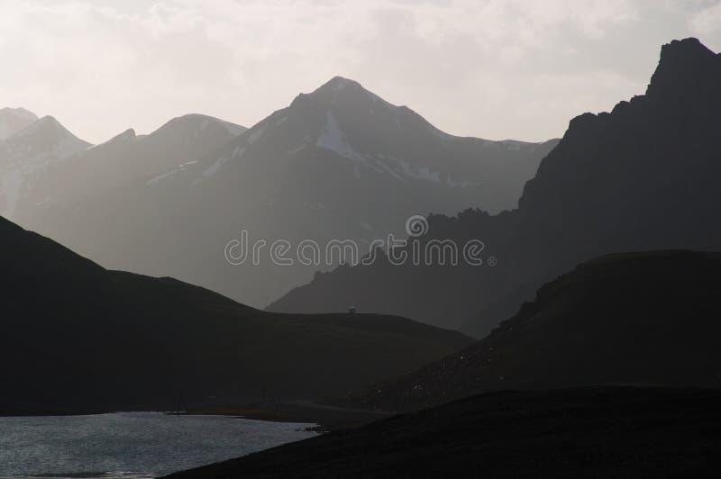 Silhueta da montanha fotografia de stock royalty free