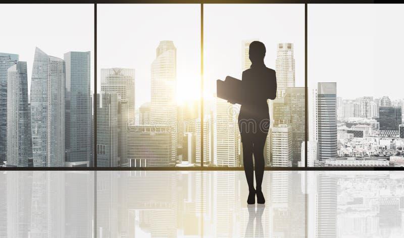 Silhueta da mulher de negócio com dobradores ilustração do vetor