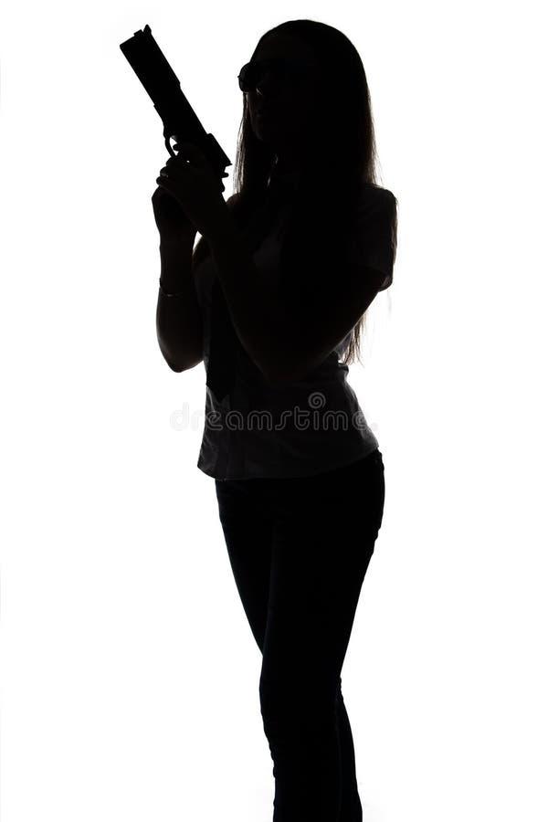 Silhueta da mulher do espião com arma imagens de stock