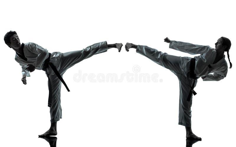 Silhueta da mulher do homem das artes marciais de taekwondo do karaté fotos de stock