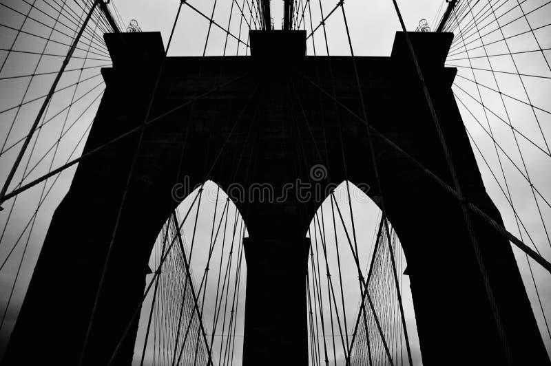 Silhueta da ponte de Brooklyn foto de stock