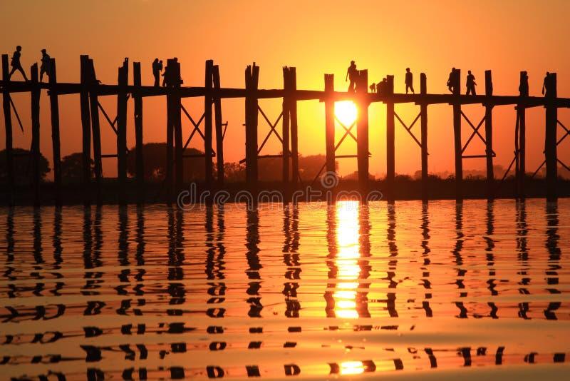 Silhueta da ponte do bein de U no por do sol imagem de stock