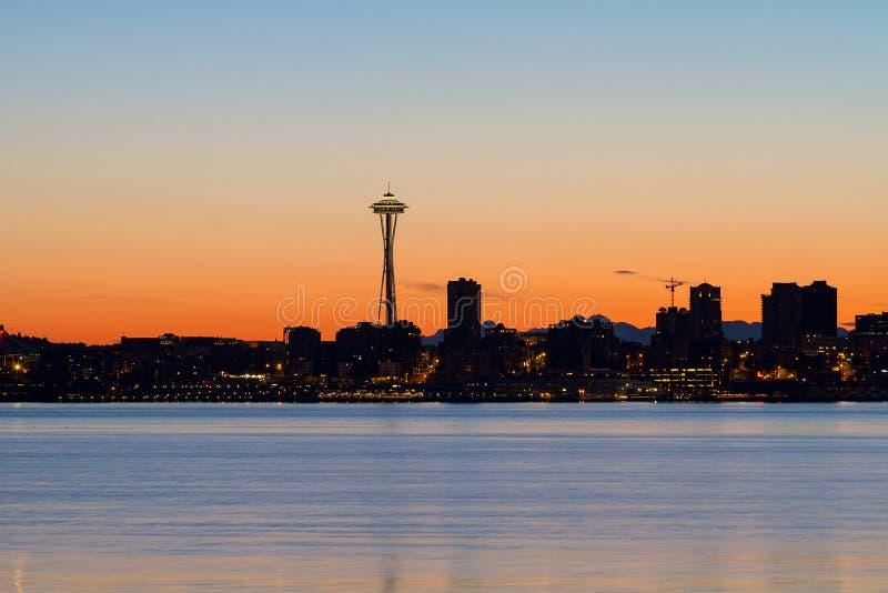 Silhueta da skyline de Seattle no nascer do sol imagem de stock
