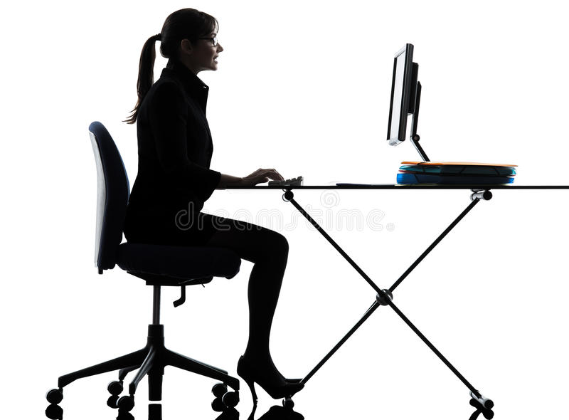Silhueta de datilografia de computação do computador da mulher de negócio imagens de stock royalty free
