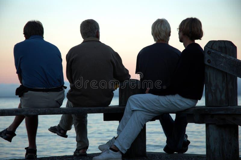Silhueta de quatro povos foto de stock royalty free