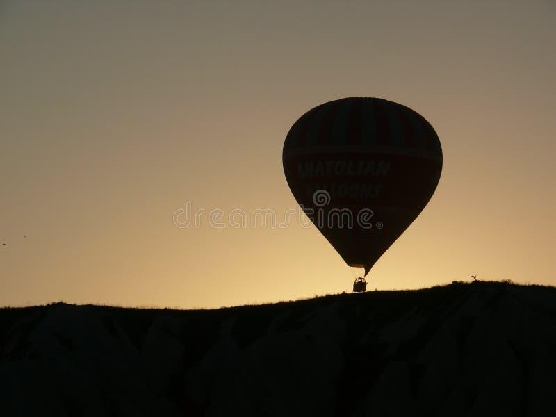 Silhueta de um balão de ar quente fotografia de stock royalty free