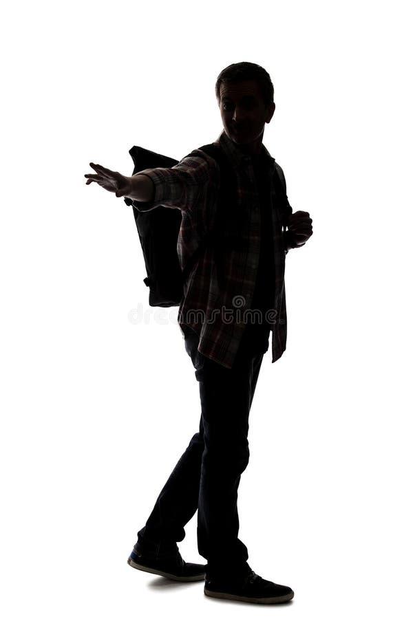 Silhueta de um caminhante ou de um guia tur?stica masculino que apontam em algo fotografia de stock royalty free