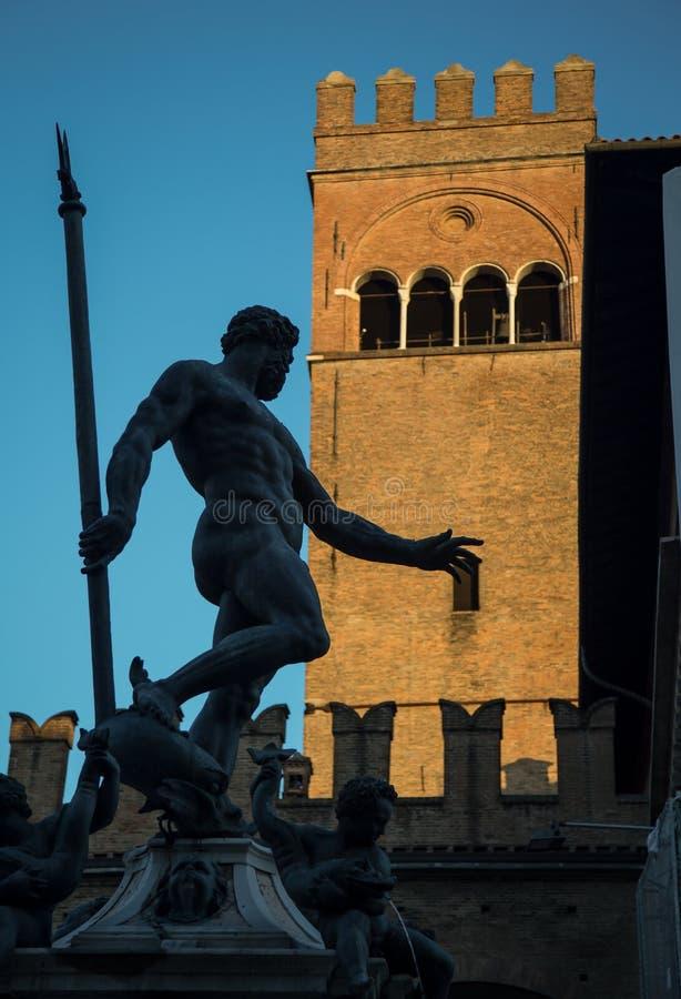 Silhueta de uma estátua imagens de stock royalty free