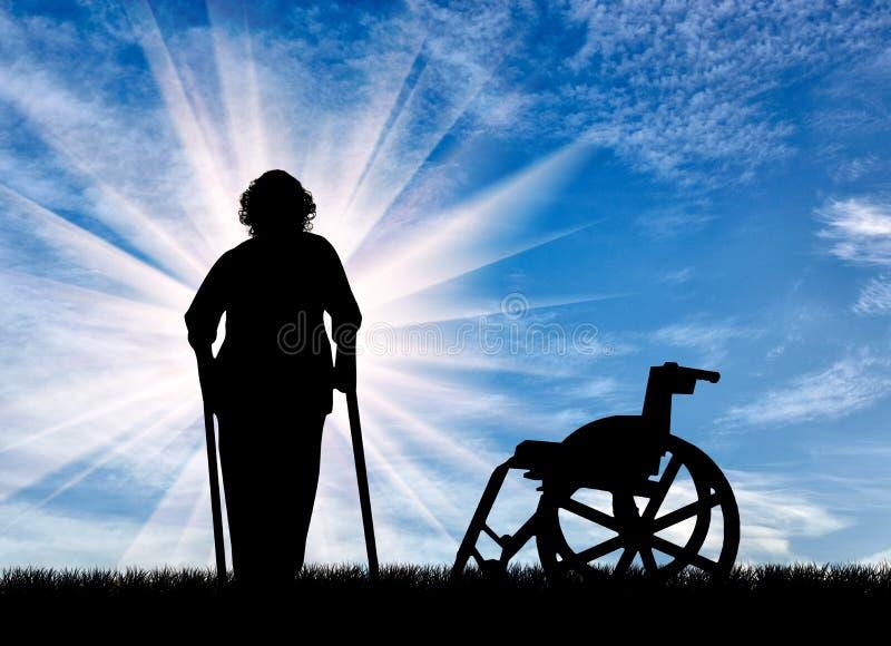 Silhueta de uma mulher idosa com as muletas no fundo da cadeira de rodas fora ilustração royalty free