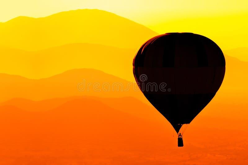 Silhueta do balão de ar quente imagem de stock