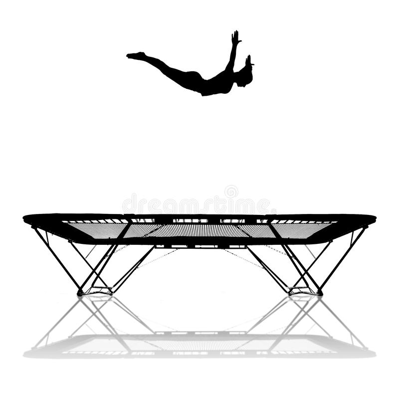 Silhueta do gymnast fêmea no trampoline foto de stock