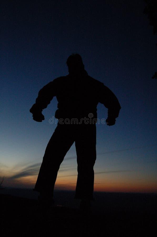 Silhueta do homem no por do sol imagens de stock royalty free