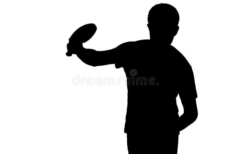 A silhueta do homem que pratica para fundir em uma bola no pong do sibilo com a raquete no branco isolou o fundo fotos de stock