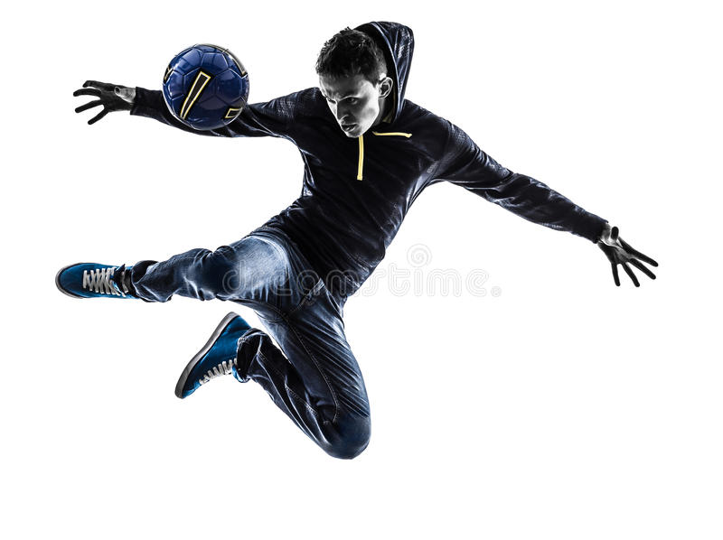 Silhueta do jogador do freestyler do futebol do homem novo foto de stock