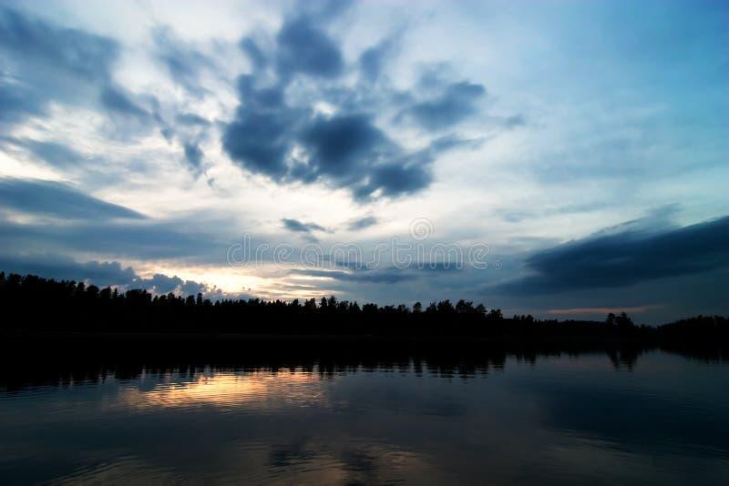 Silhueta do lago fotografia de stock