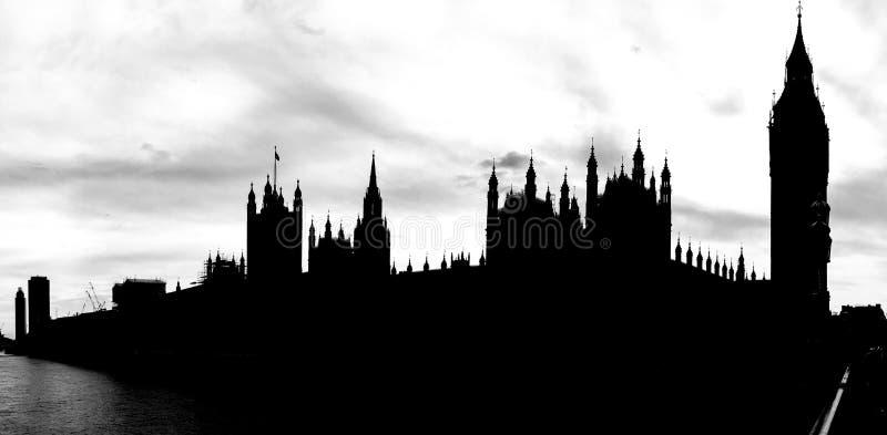 Silhueta do marco Big Ben da Londres famosa e da casa do parlamento, Londres, Reino Unido fotografia de stock