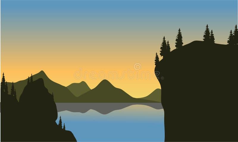 Silhueta do penhasco no lago ilustração royalty free