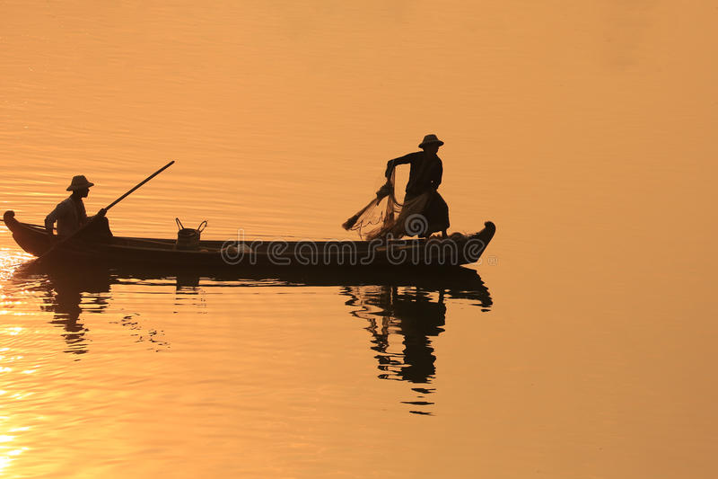 Silhueta do pescador, U Bein Birdge foto de stock royalty free