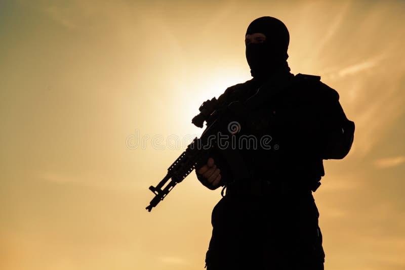 Silhueta do soldado fotografia de stock