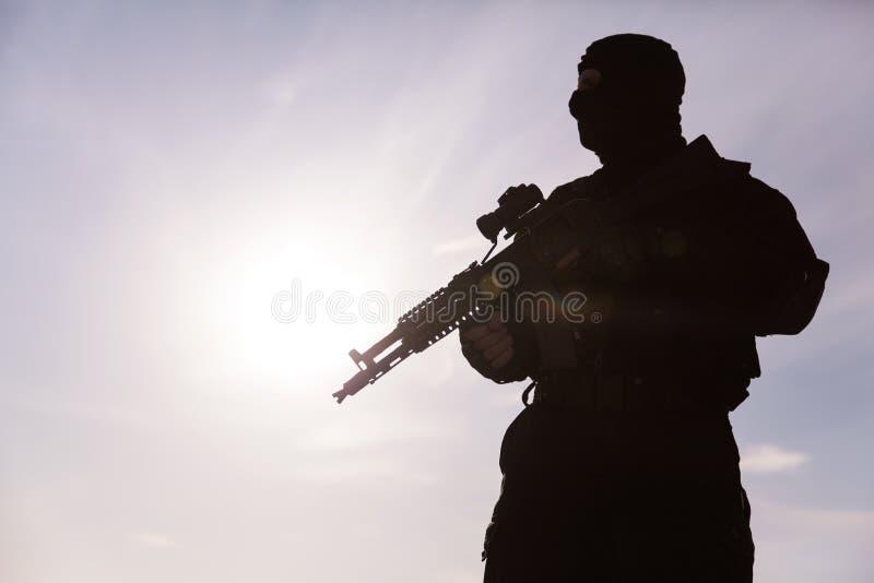 Silhueta do soldado foto de stock