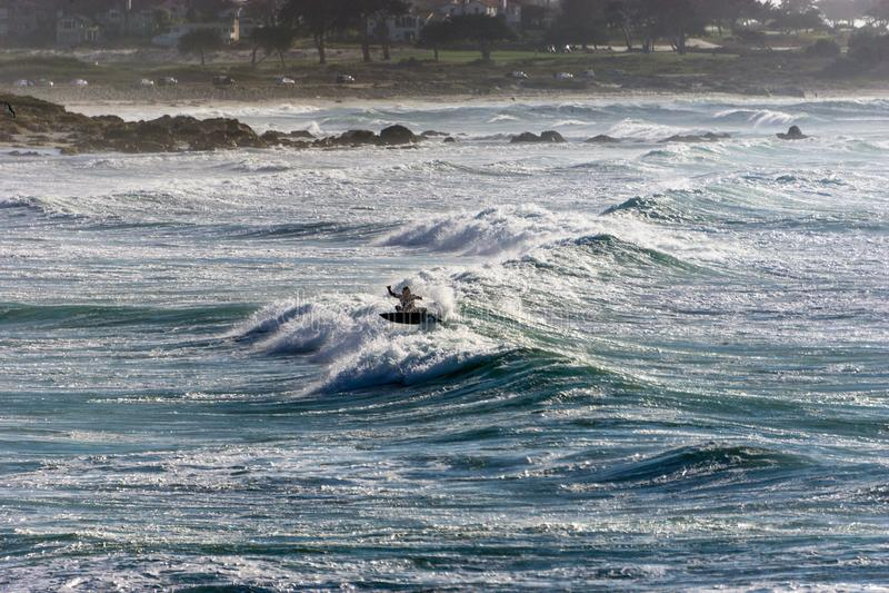 Silhueta do surfista na praia de Califórnia fotos de stock
