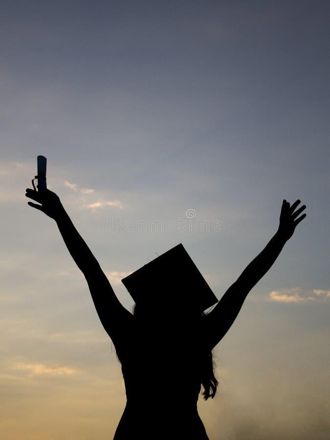 Silhueta graduada da menina, estudante da graduação, graduado da menina, imagens de stock