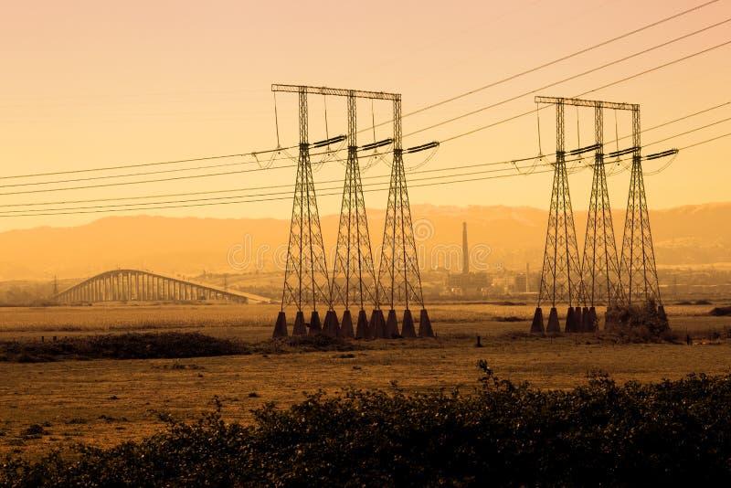 Silhueta industrial das linhas eléctricas imagens de stock