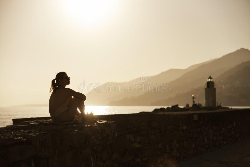 Silhueta no por do sol de Camogli - Liguria - Itália imagens de stock